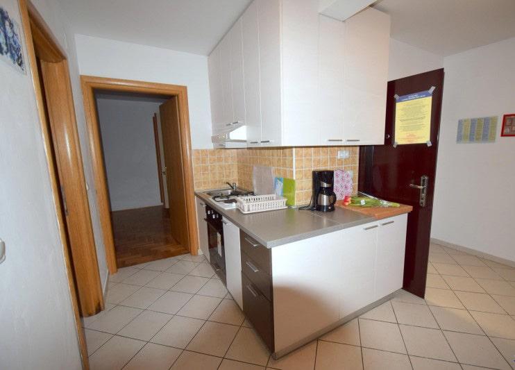 apartman 4 kuhinja1