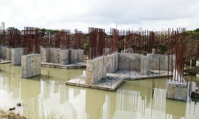 ビル建設現場の基礎部分