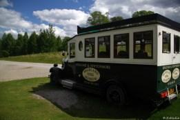 ein alter Bus im Museum