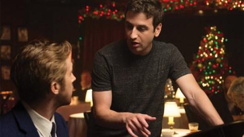 Justin Hurwitz donnant des conseils à Ryan Gosling.