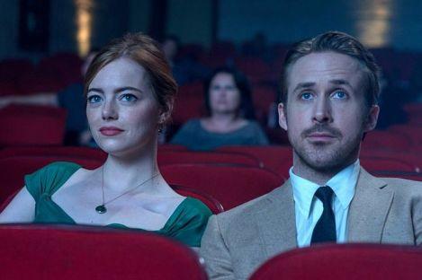 Mia (Emma Stone) et Sebastian (Ryan Gosling) dans un cinéma.