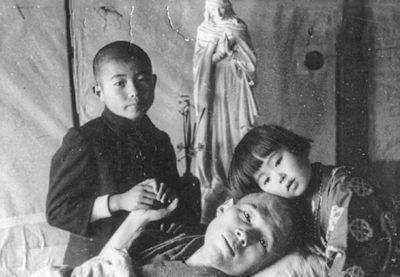 Takashi z dziećmi