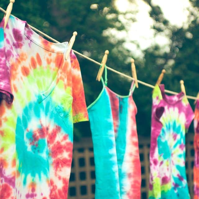 how to tie dye clothing