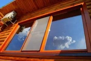 Plastfönster i ett trähus: En beskrivning av de viktigaste egenskaperna, hur man installerar egna händer, foto och videoinstruktioner