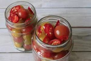TOP-23 Συνταγές για σαλάτες με κονσερβοποιημένες ντομάτες: με τόνο, φασόλια, καλαμπόκι και άλλα συστατικά. Συμβουλές μαγειρικής (Φωτογραφία & βίντεο) + Κριτικές