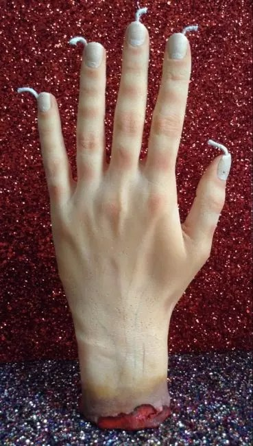 Korkunç bir balmumu eli - Cadılar Bayramı'ndaki konukları korkutmanın harika bir yolu