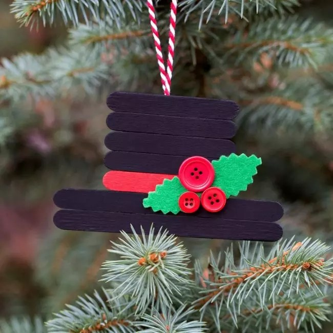 Hend-valmistettu tuote uudenvuoden puulla