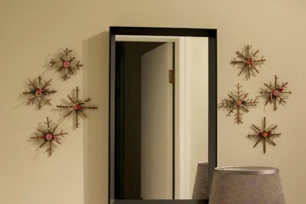 Снежинки на стене