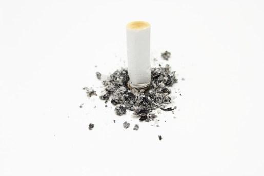 cigarette-484256_1280