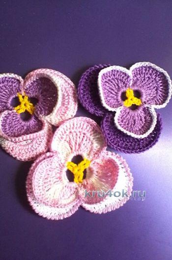 ماجستير - فئة الزهور Pansies الكروشيه