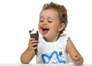 В каком возрасте можно впервые дать мороженое ребёнку