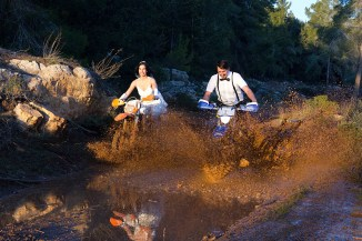 thrash-the-wedding-dress-enduro-dirt-bike_3