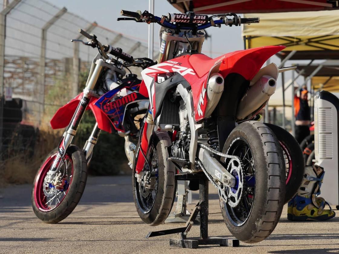 אופנועי סופרמוטו צילום: אייל מור
