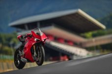 ducati-panigale-v4-unveiled-2.jpg