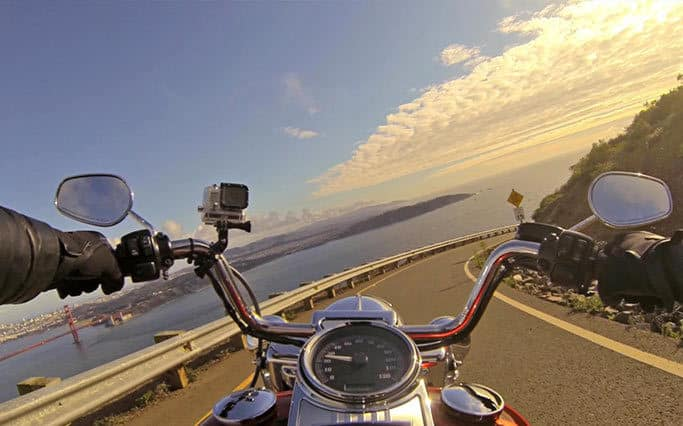 מראות האופנוע זעם בכביש מלחמה באופנוענים