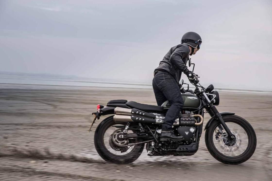 רכובים על אופנועי טריומף