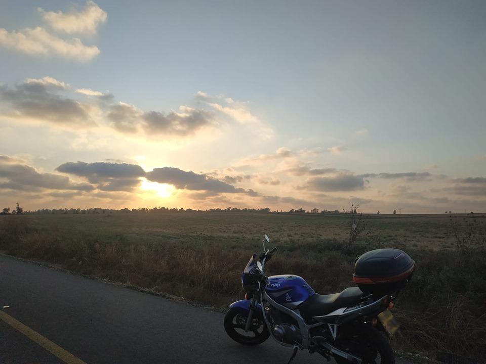 שקיעה ברכיבה על האופנוע