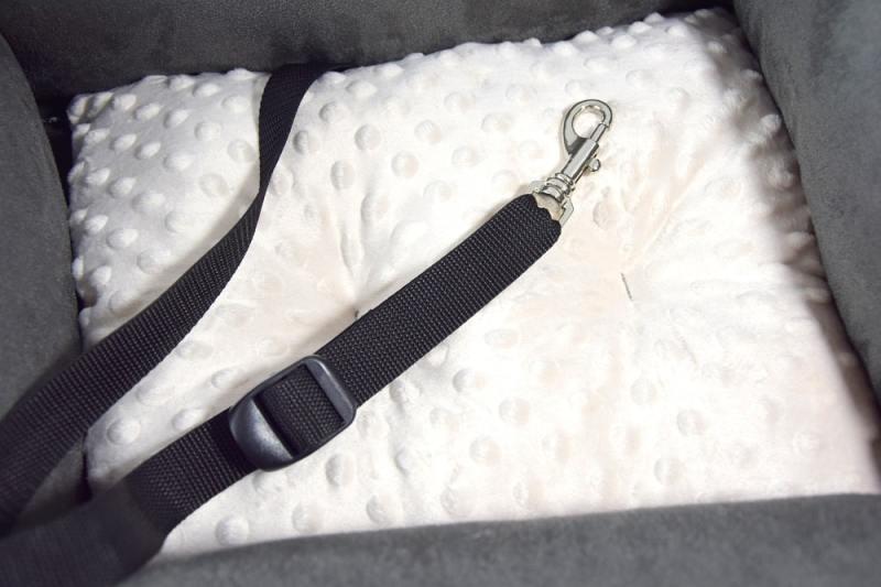 KryKas - fotelik samochodowy dla psa - karabińczyk z regulowaną smyczką