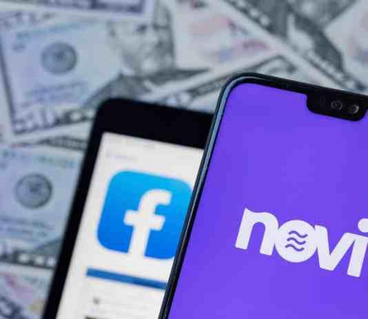 Senátori tlačia na Facebook