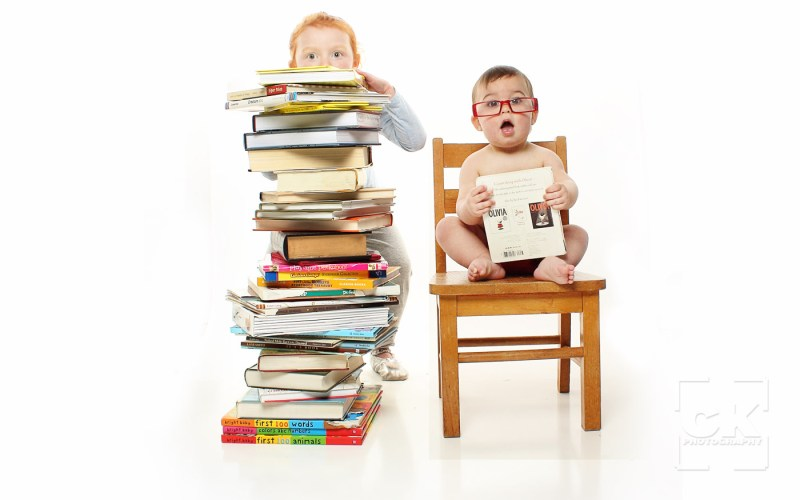 Chris Kryzanek Photography children - with lots of books