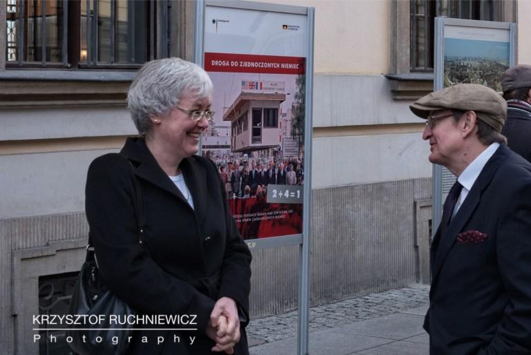 Konsul generalna RFN we Wrocławiu, Elisabeth Wolbers w rozmowie z senatorem RP, Józefem Piniorem