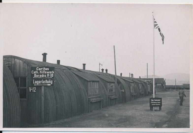 Blaszane baraki z brytyjską flagą, ok. 1948