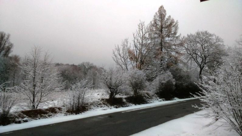 Czasem wystarczy jeden dzień aby odmienić świat :) Jeszcze wczoraj mieliśmy mokrą jesień, dzisiaj mamy piękną, białą zimę.