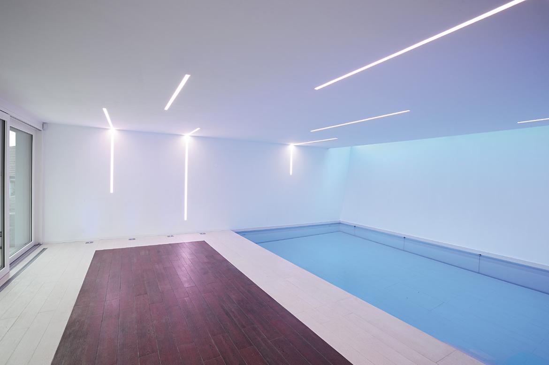 led leiste decke led strips f r indirekte beleuchtung. Black Bedroom Furniture Sets. Home Design Ideas