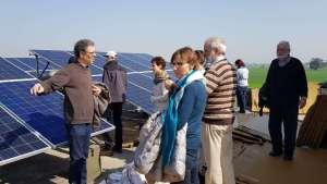 erste Solarpaneele auf den Dach des Altenheimes in Kirpal Sagar
