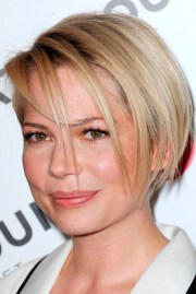 michelle williams debuts hairstyle