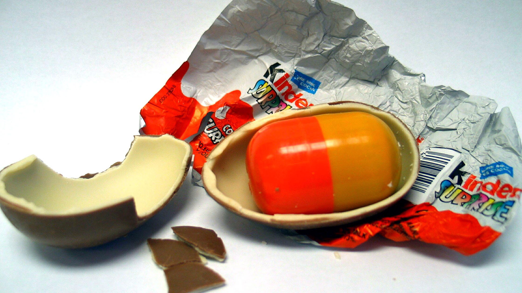 This Is Why The Shell Inside Kinder Eggs Is Actually Yellow