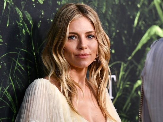 Curly hair types 2A Sienna Miller