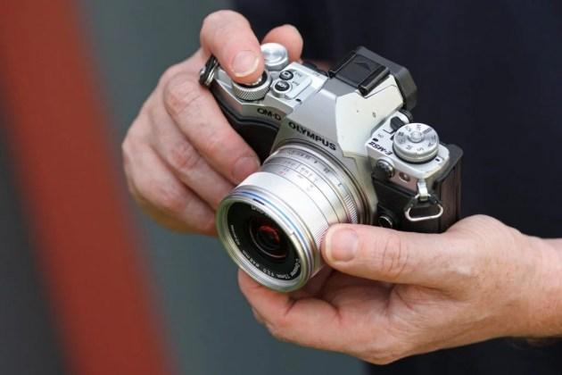 Laowa 7,5 мм F / 2 MFT