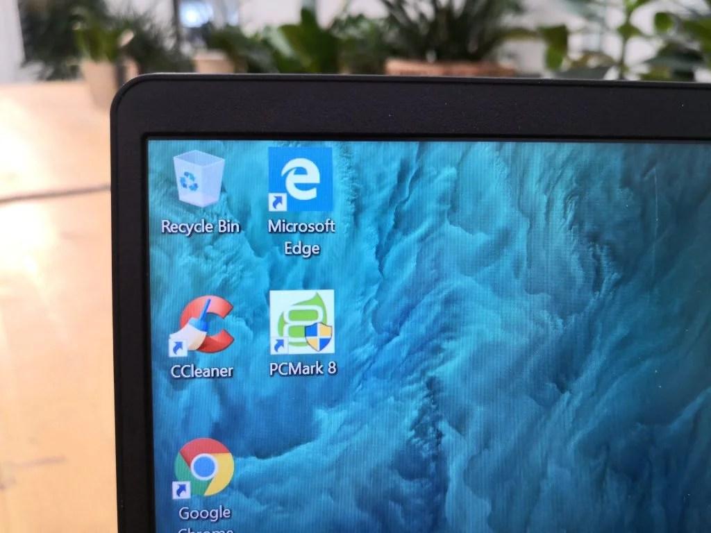 Acer Swift 1 SF114-32 - обзор деталей дисплея, сфокусированный на безелях