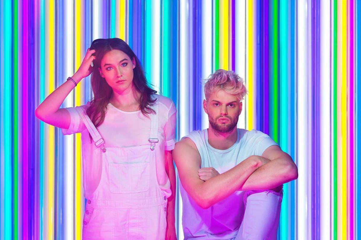How To Get Iphone X Wallpaper From Commercial Sofi Tukker Meet The Band Soundtracking The Iphone X Advert