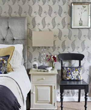 bedroom guest bedrooms floral statement casal quarto parede papel ospiti degli che decorating idea walls calde darby brent credit country