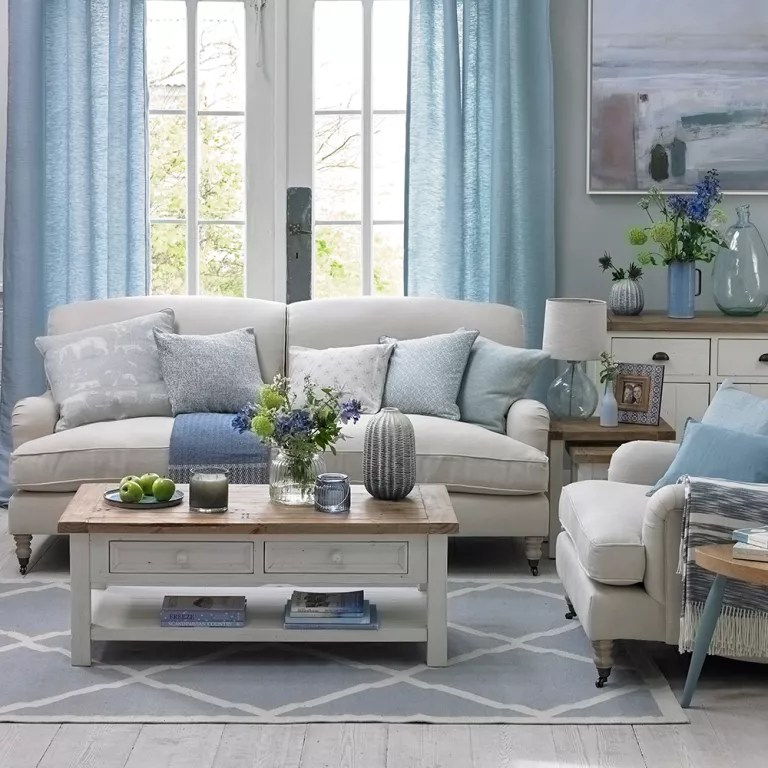 beach theme decorating ideas for living rooms room couch and 2 chairs coastal to recreate carefree days cool blue
