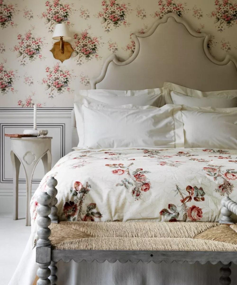 Romantic Bedroom Designs: Boudoir Bedroom Wallpaper