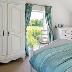cottage bedroom country bedrooms window designs styles bed give oka table housetohome traditional