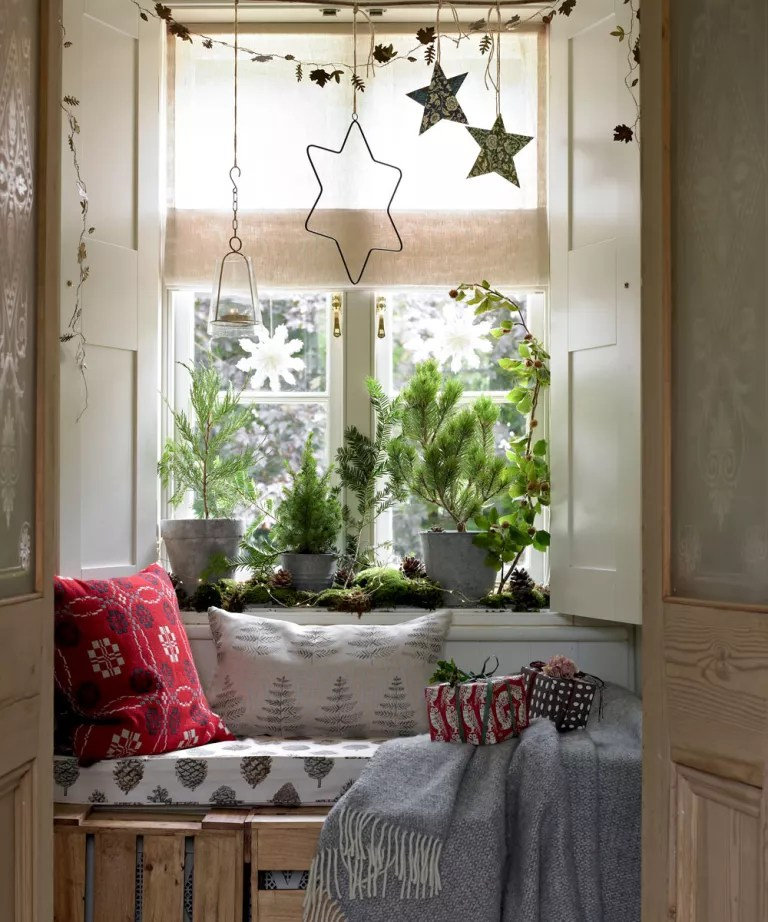 Christmas Hallway Decorating Ideas To Impress Your Guests