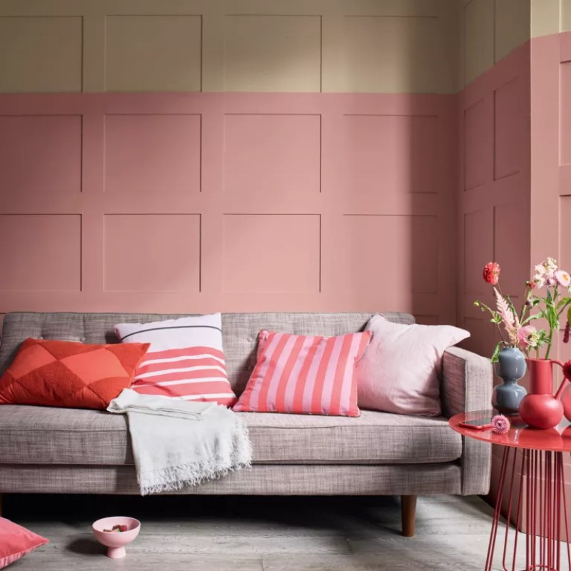 Living room Pink wall panelling