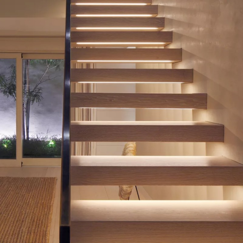 lighting on an open staircase with Contour HD27 from John Cullen Lighting