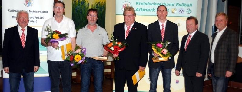 Erhielten die Ehrennadel in Gold: Peter Gerlach (Zweiter von links), Mayk Zürcher (Dritter von links), Uwe Pape (Vierter von links) und Torsten Felkel (Dritter von rechts).