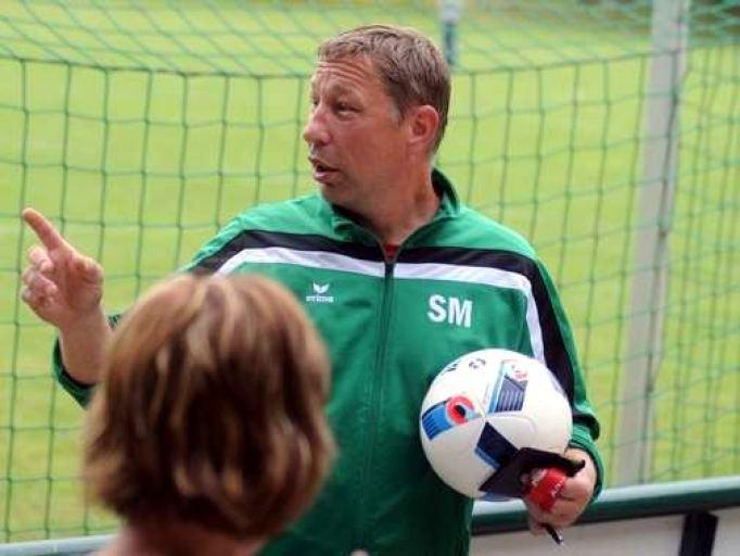 Als Trainer, Spieler und Jugendwart hat Sven Müller beim Diesdorfer SV drei wichtige Funktionen. Der 46-Jährige ist sich für nichts zu schade. Foto: Florian Schulz VOLKSSTIMME