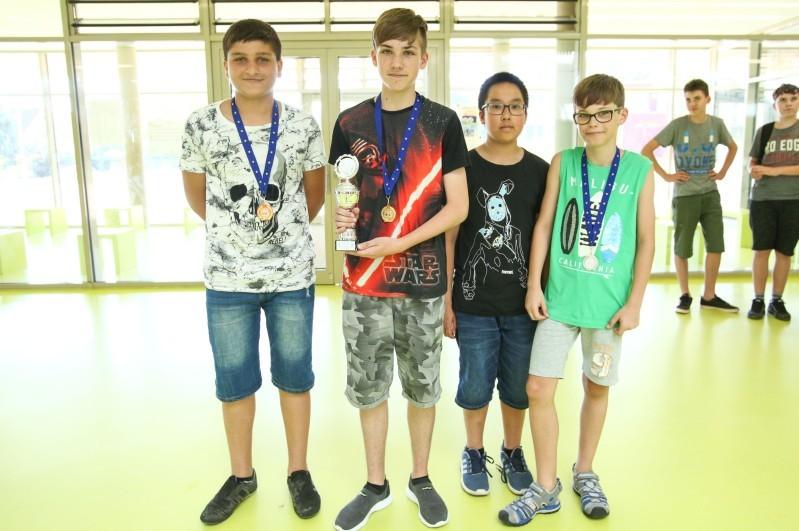Die vier Teilnehmer des Scholl-Gymnasiums aus Gardelegen sicherten sich mit zwei Siegen und zwei zweiten Plätzen den Schulpokal.