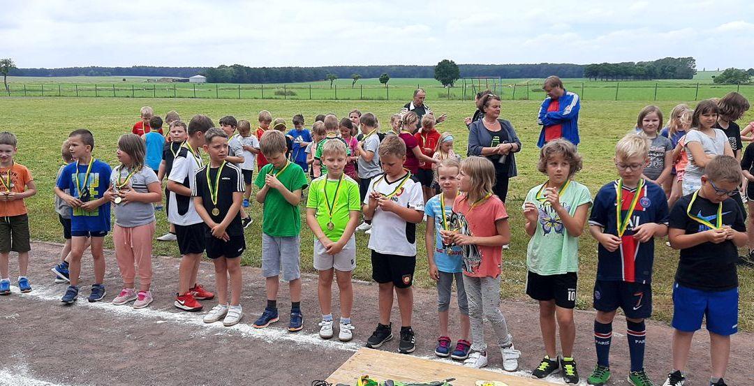 108 Henninger Grundschüler absolvieren den Sportabzeichentag