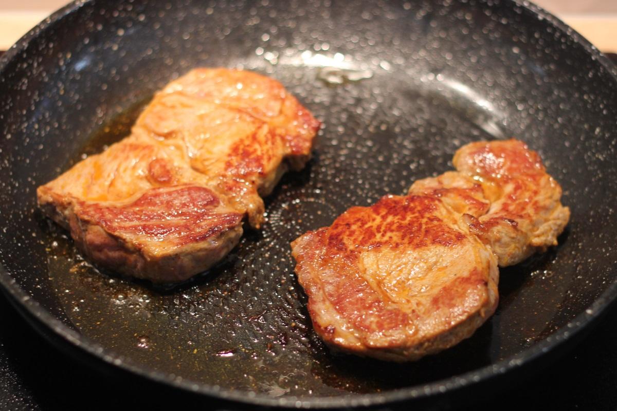 Mięso na patelni
