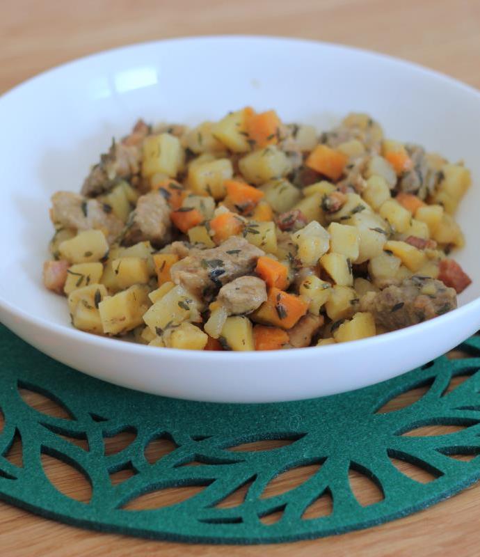 Duszone mięsno z ziemniakami – Pyttipanna