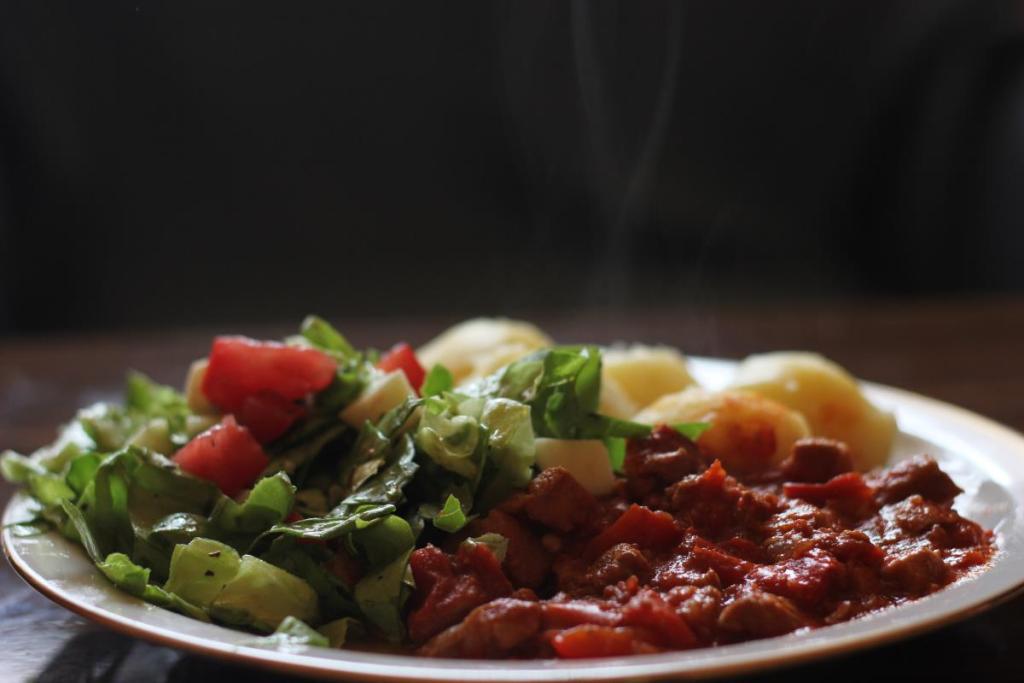 Mućkalica - Duszone mięso z warzywami