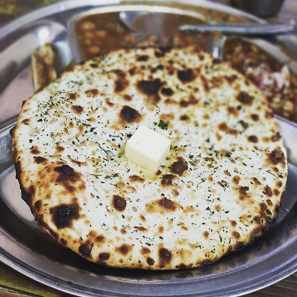 kuchnia nepalska - Chlebek naan